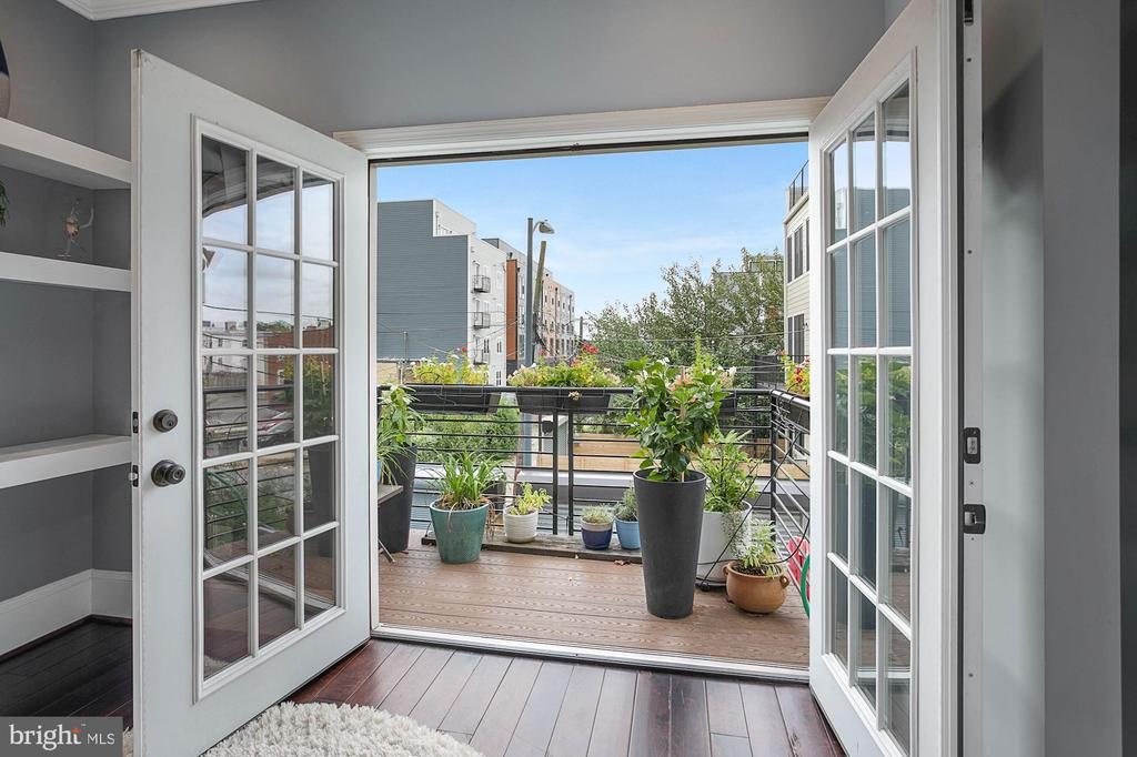 Private Terrace with French Doors - 1609 LEVIS ST NE, WASHINGTON
