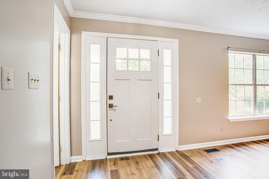 Main entryway, new front door. - 67 SAINT ROBERTS DR, STAFFORD