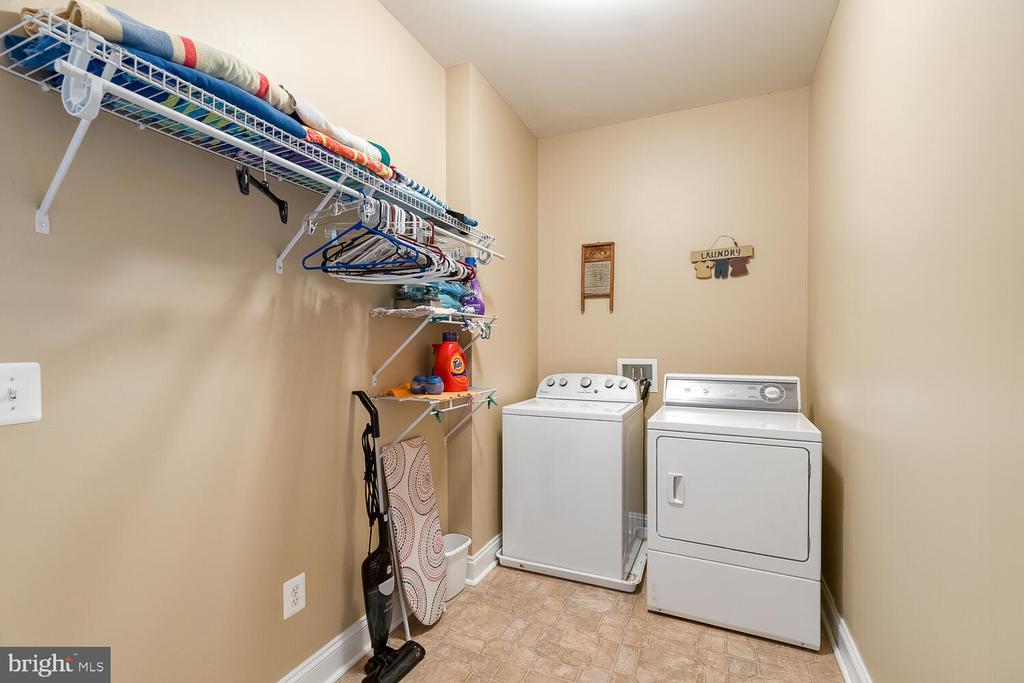 Large laundry off the garage - 8635 LAROQUE RUN DR, FREDERICKSBURG