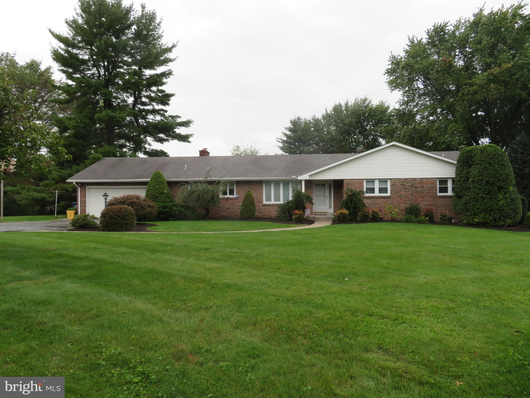 Beautifully maintained ranch home!