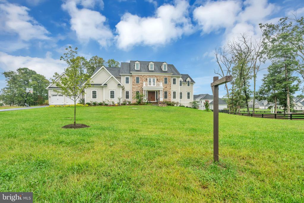 Distant Front View - 41219 TRAMINETTE CT, ASHBURN