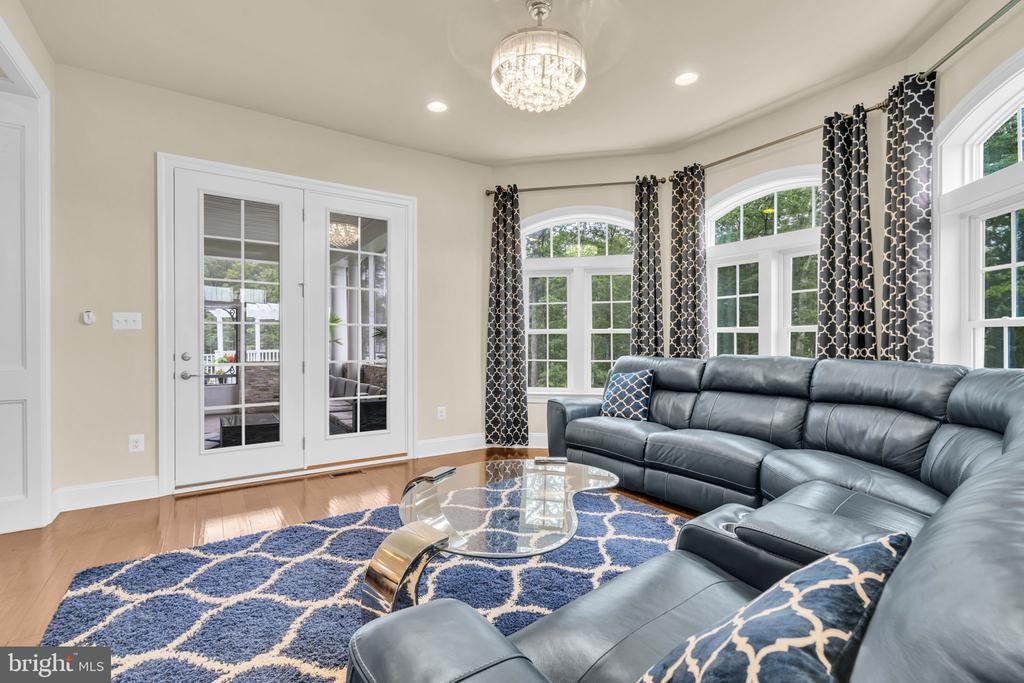 Morning/SunRoom w/Double French Door to Porch/Deck - 41219 TRAMINETTE CT, ASHBURN