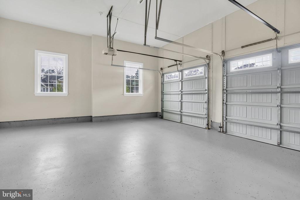 2-Car Side Load Garage w/Epoxy Flooring - 41219 TRAMINETTE CT, ASHBURN