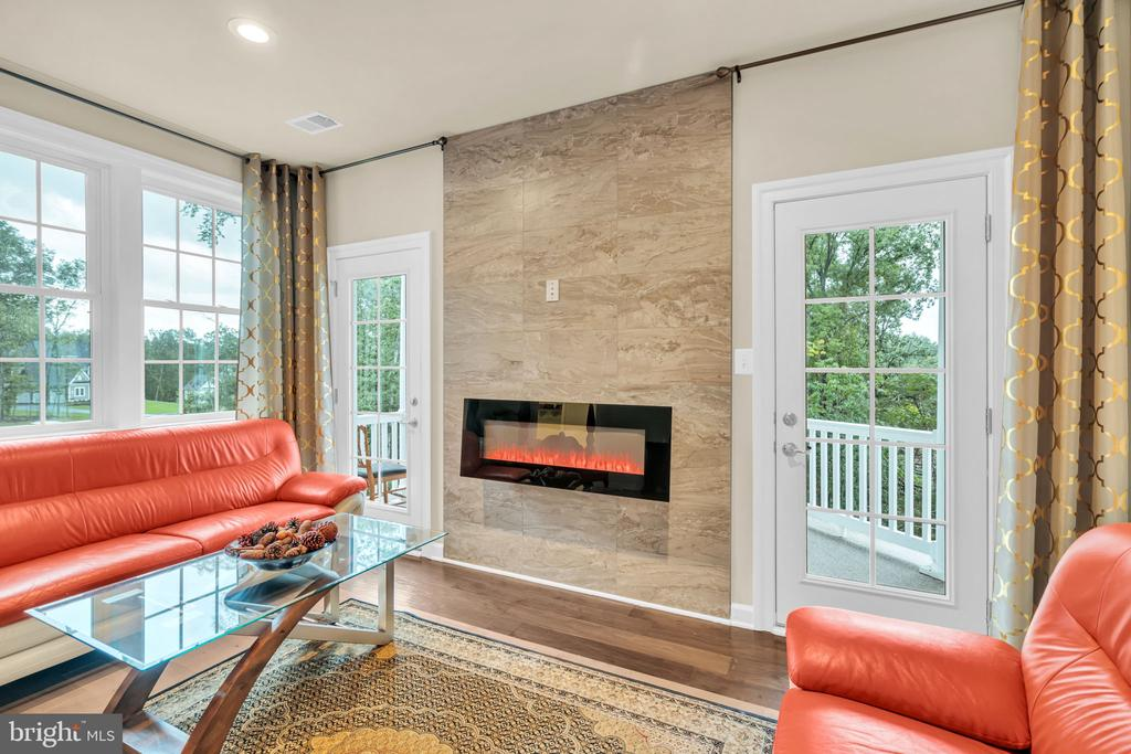MBR Sitting Room w/2 French Doors to Rear Porch - 41219 TRAMINETTE CT, ASHBURN