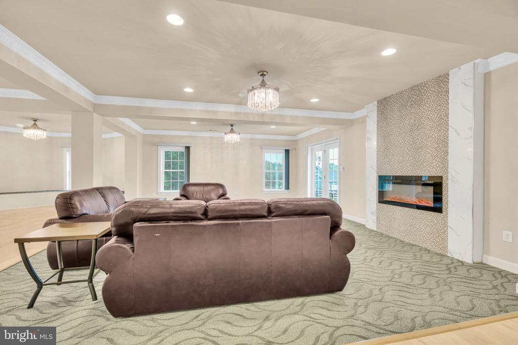 Basement w/Sitting Area w/Accent Tiled Wall w/FP - 41219 TRAMINETTE CT, ASHBURN