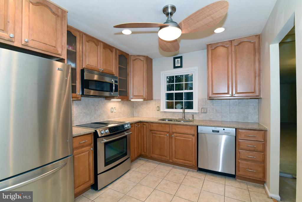 Granite counters & stainless steel appliances - 12818 FANTASIA DR, HERNDON