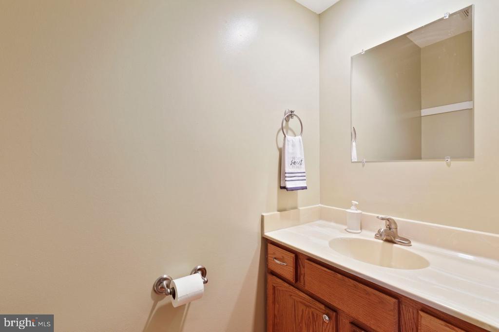 Main floor half bath - 22082 MANNING SQ, STERLING