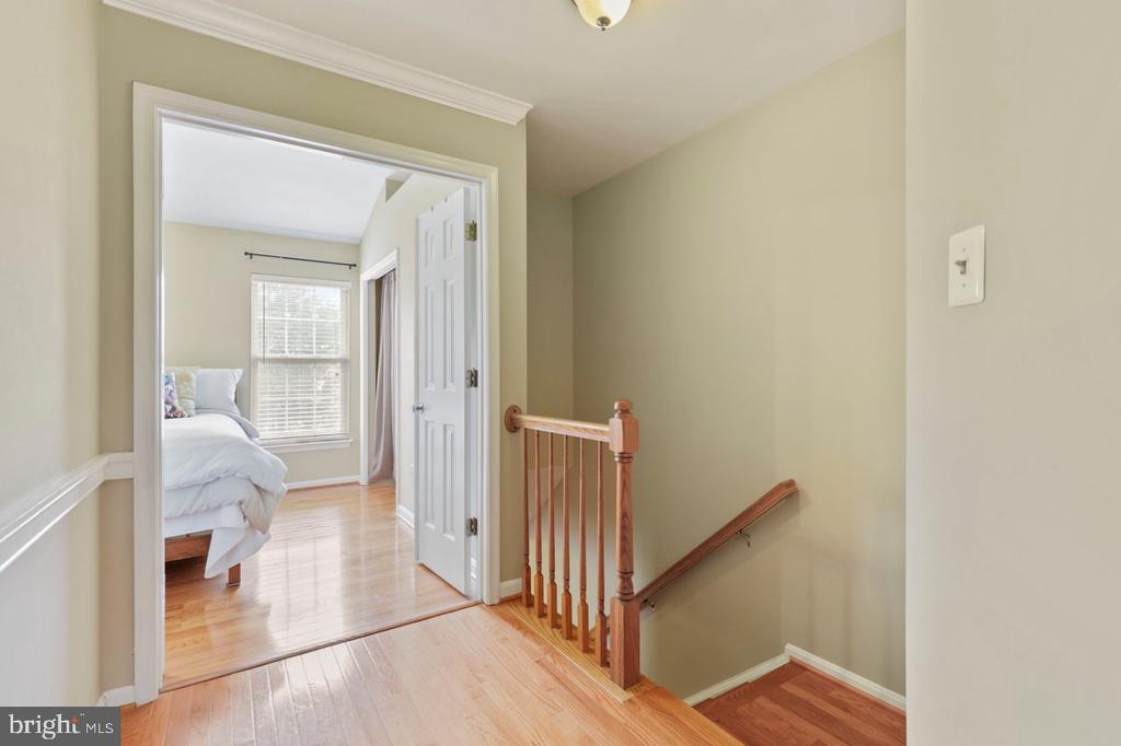Hallway and Primary Bedroom entrance - 22082 MANNING SQ, STERLING
