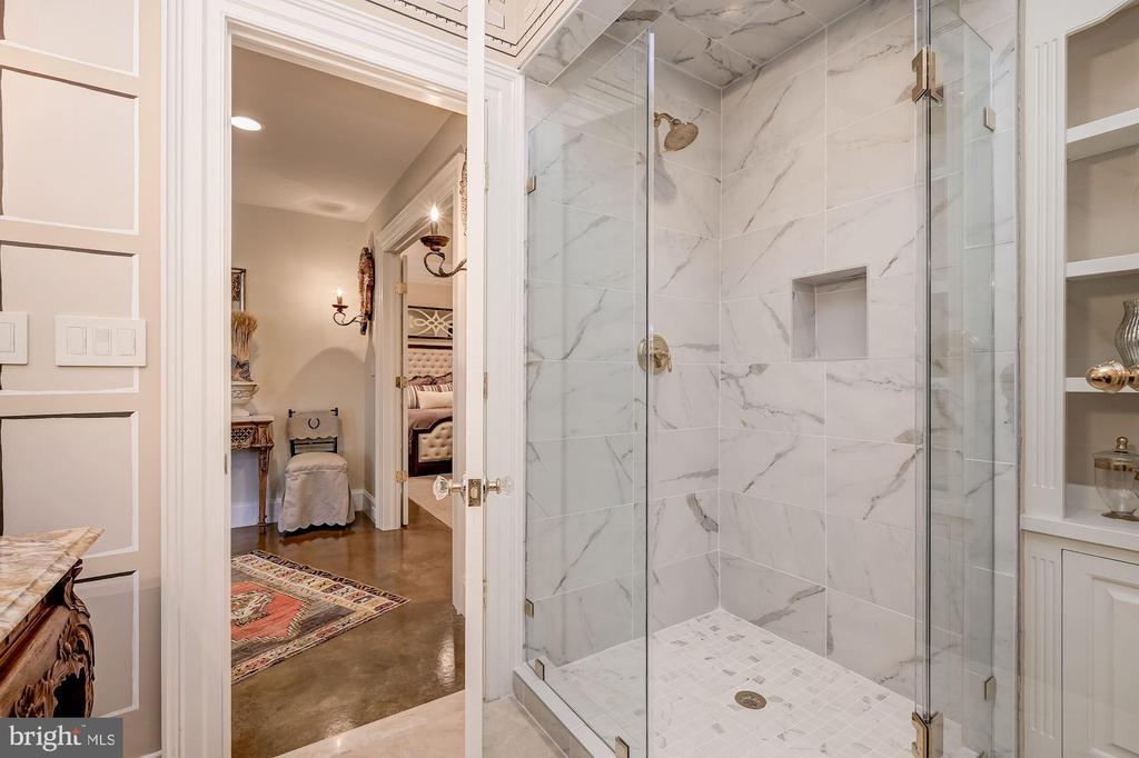 Walk-in Shower & Built-ins - 7549 FINGERBOARD RD, FREDERICK