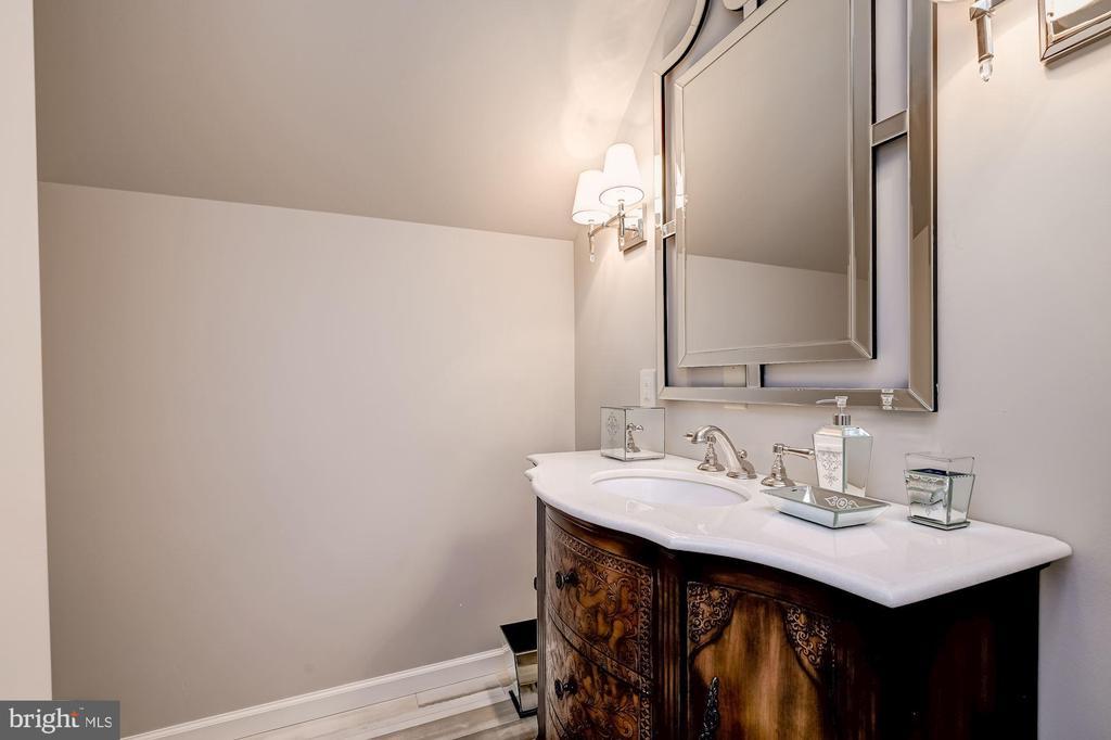 Guest Full Bath - 7549 FINGERBOARD RD, FREDERICK