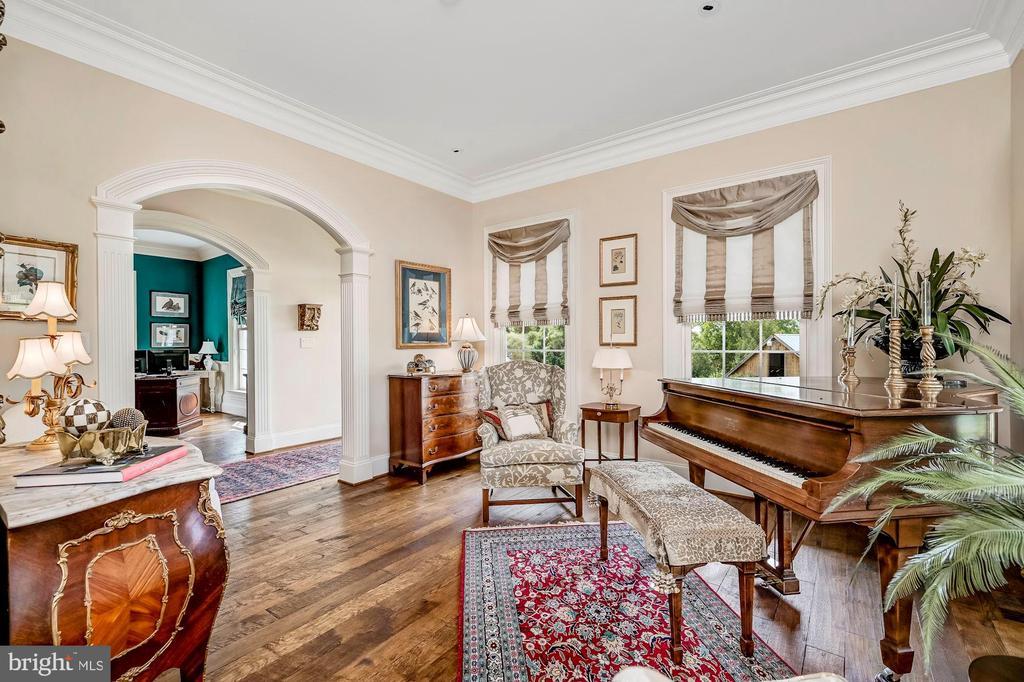 Formal Living & Extended Hall - 7549 FINGERBOARD RD, FREDERICK