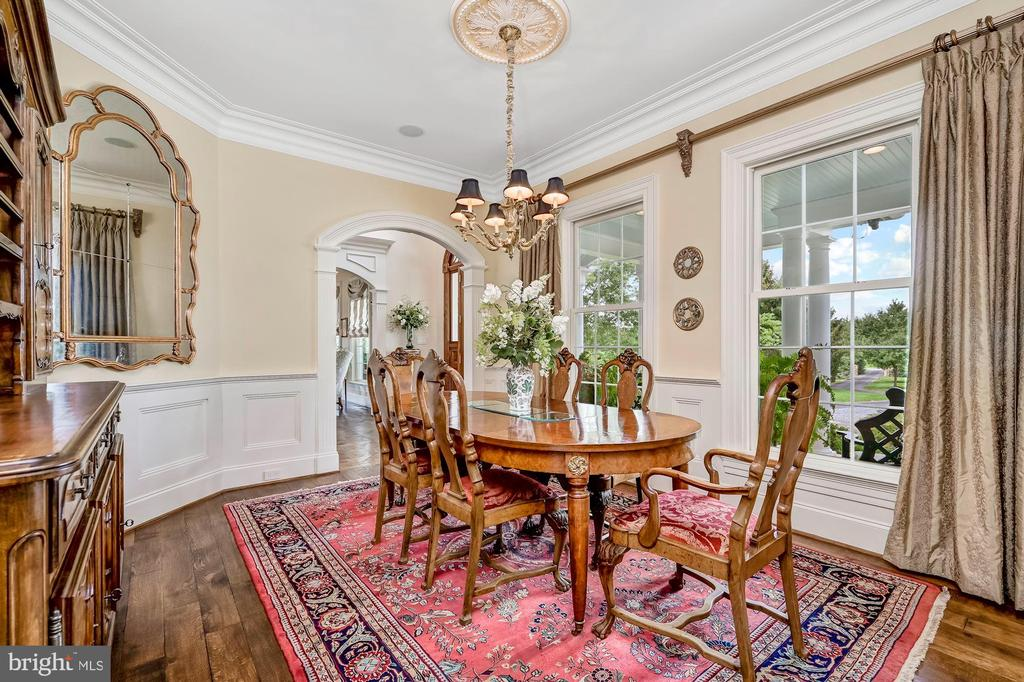 Strong Crown Molding & Raised Wainscot - 7549 FINGERBOARD RD, FREDERICK