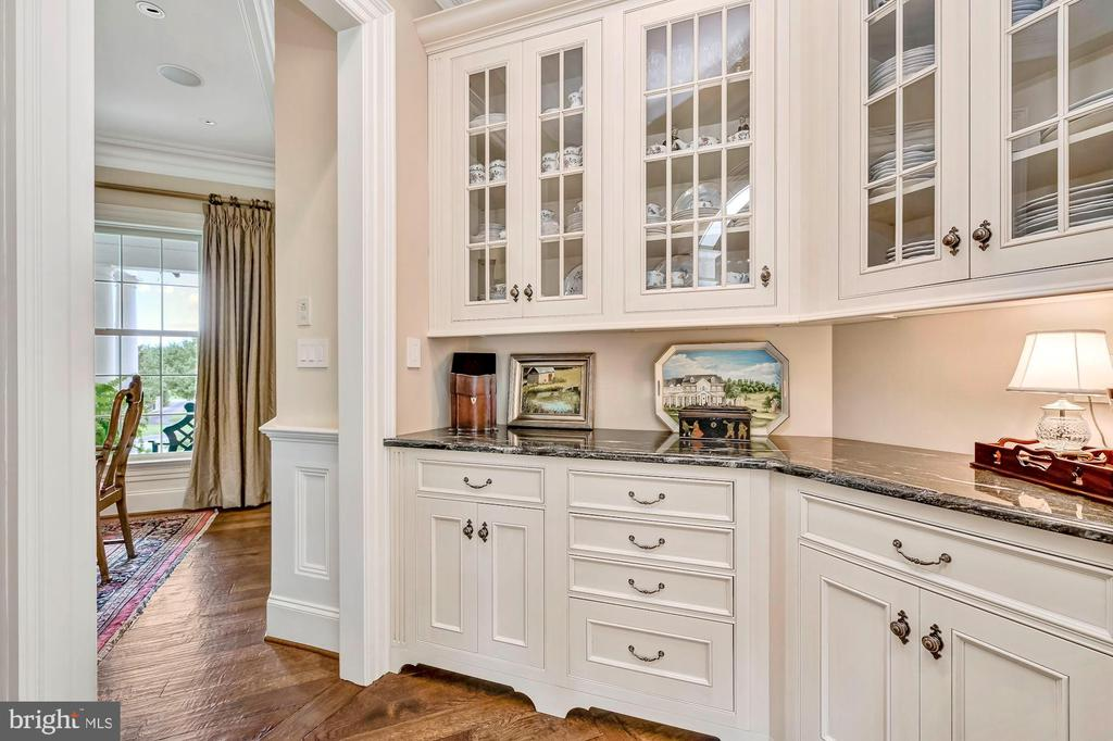 Butler's Service Pantry w/Dual Entry - 7549 FINGERBOARD RD, FREDERICK