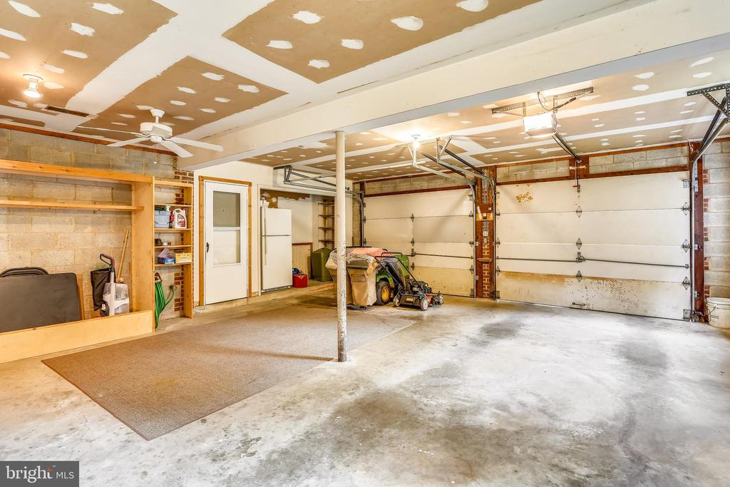 Oversized garage - 16509 MAGNOLIA CT, SILVER SPRING