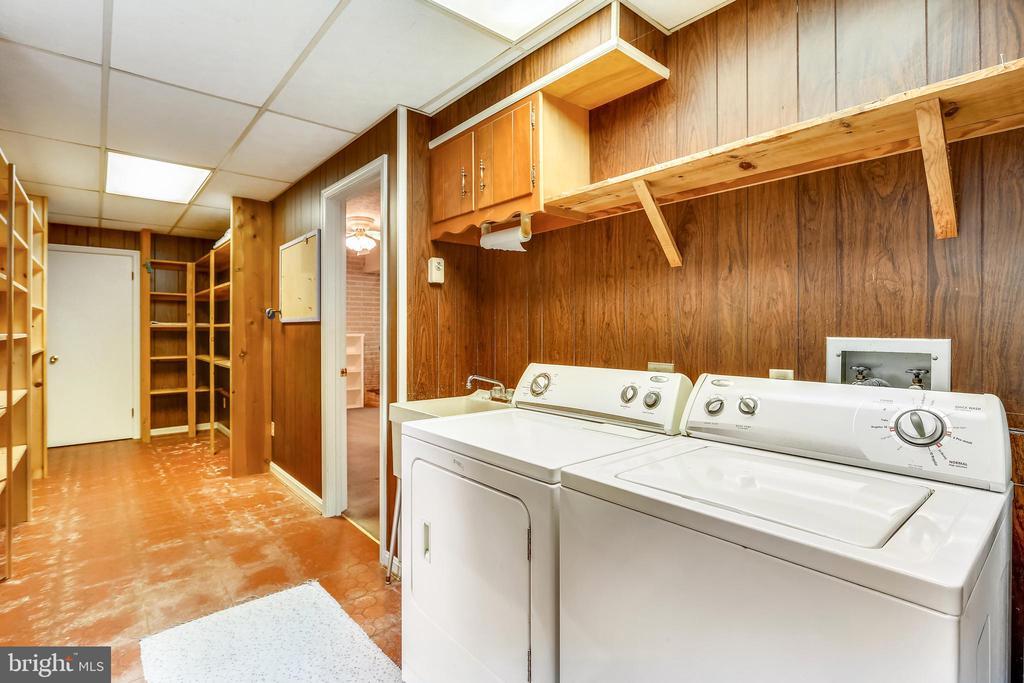 Laundry/mudroom - 16509 MAGNOLIA CT, SILVER SPRING