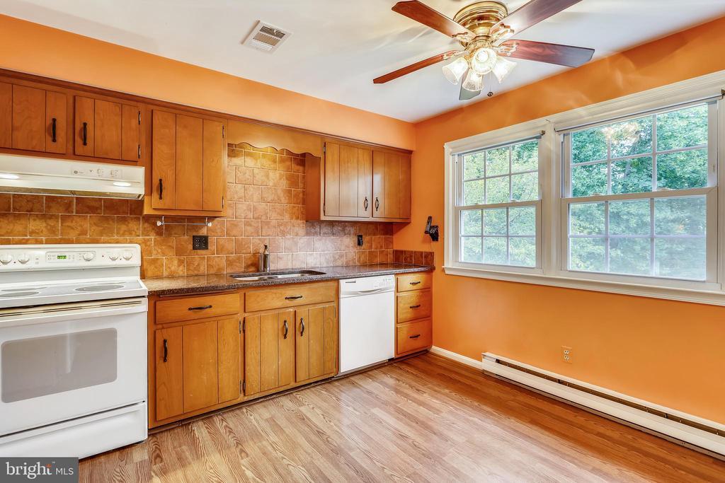 Kitchen - 16509 MAGNOLIA CT, SILVER SPRING
