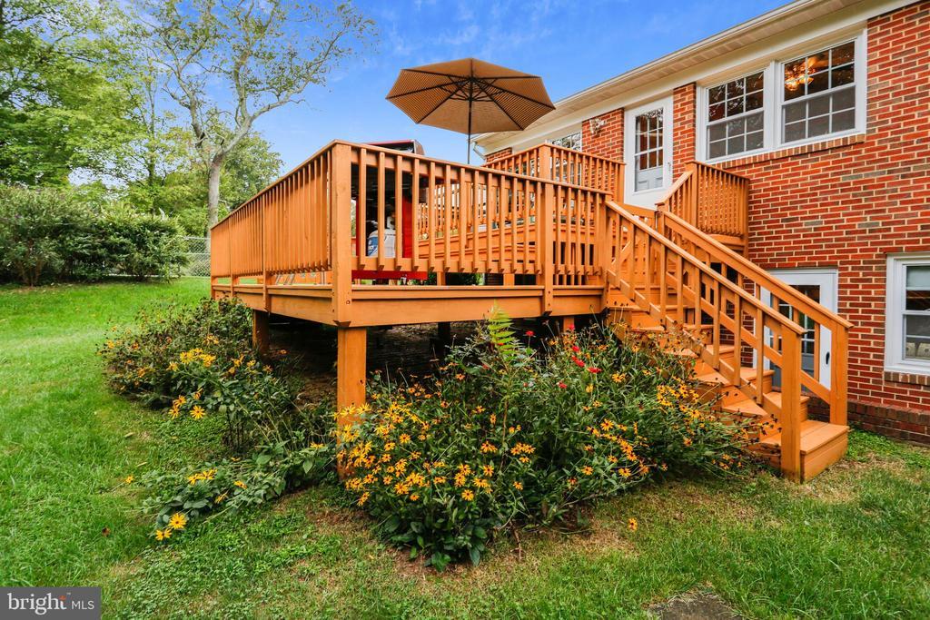 Rear deck/elevation - 16509 MAGNOLIA CT, SILVER SPRING