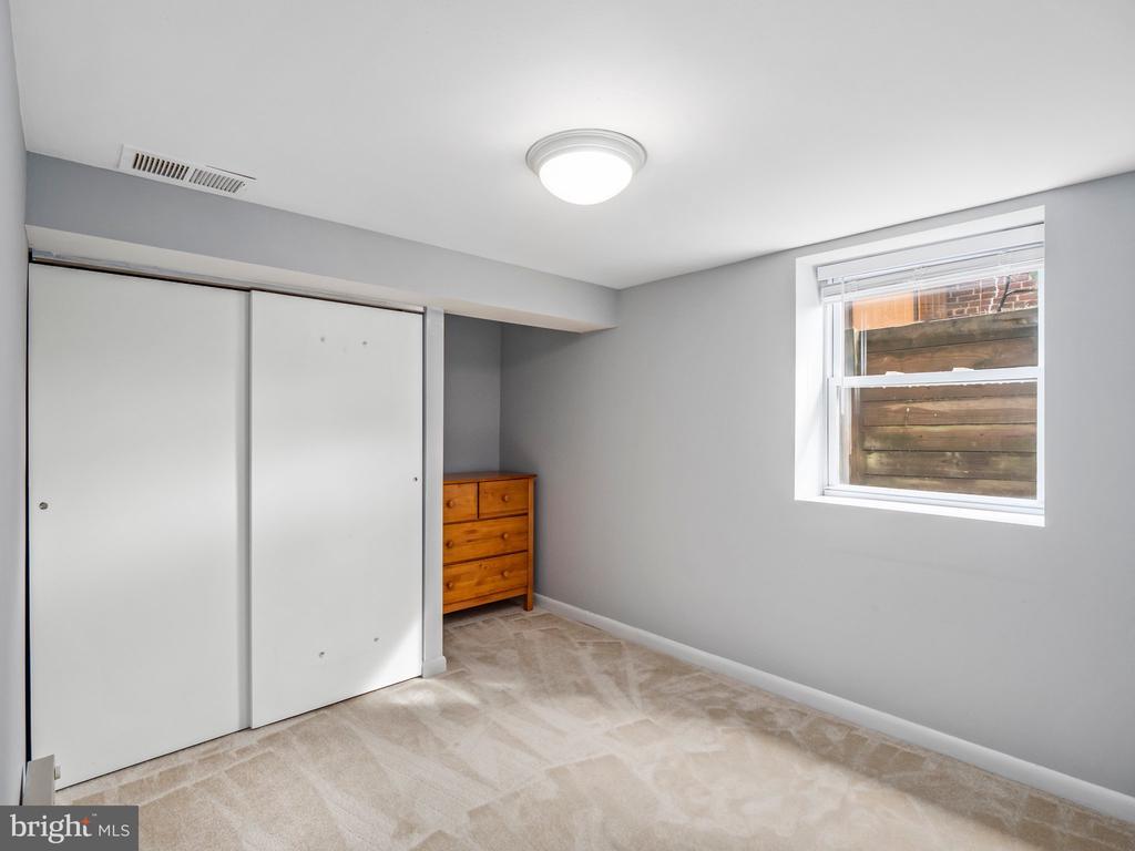 Basement Bedroom - 713 N OAKLAND ST, ARLINGTON