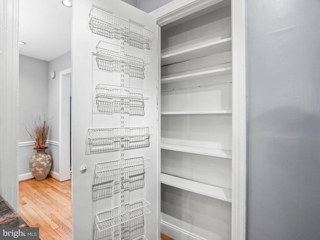 Kitchen pantry - 713 N OAKLAND ST, ARLINGTON