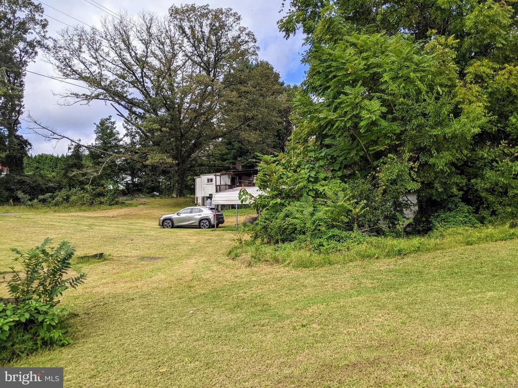 Right side view of yard - 11291 PINE HILL RD, KING GEORGE