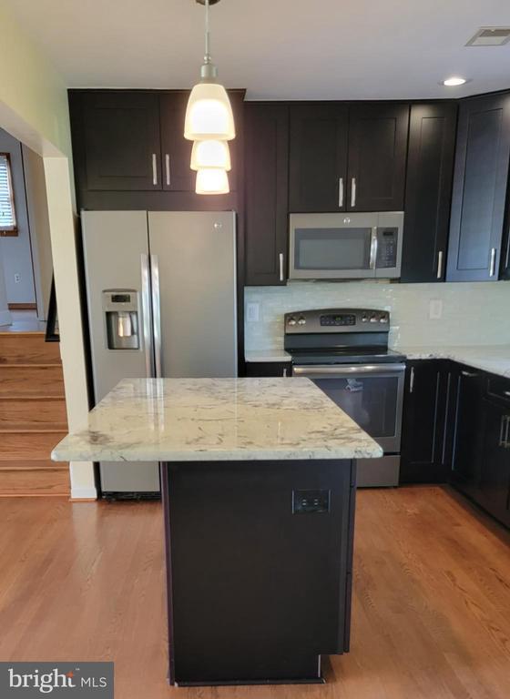 Granite counters - 9822 HANSONVILLE RD, FREDERICK