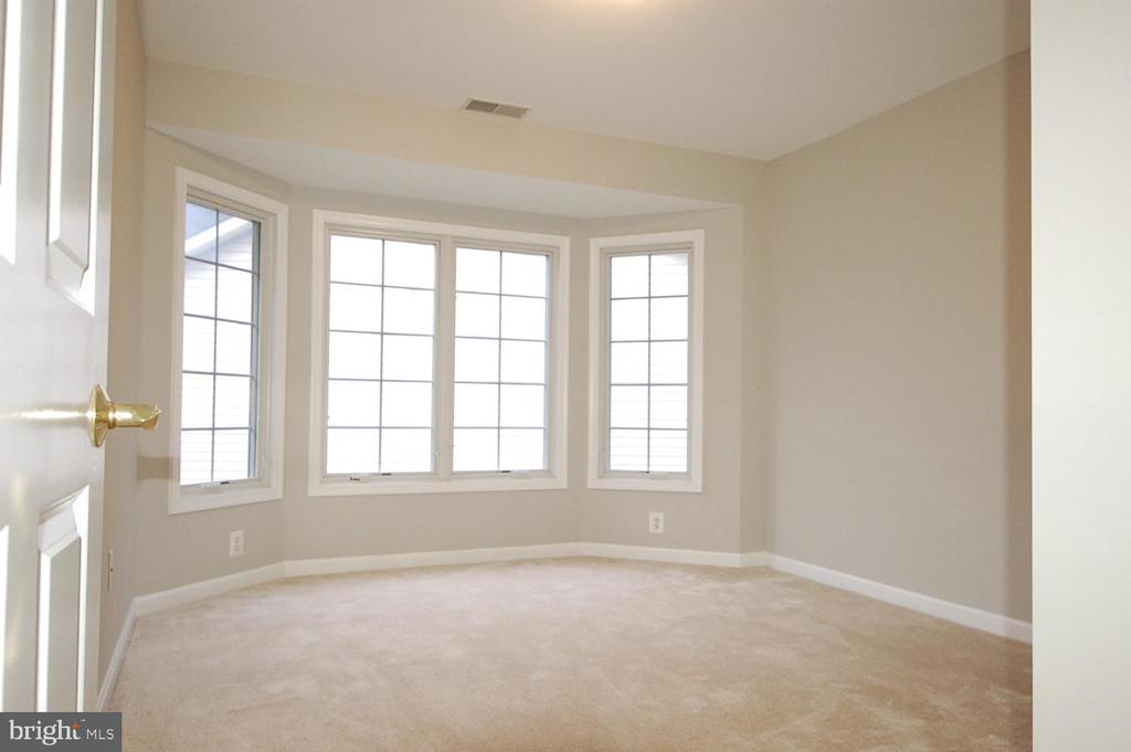 Bedroom 2 w/ bay window for extra space & light - 8599 EASTERN MORNING RUN, LAUREL