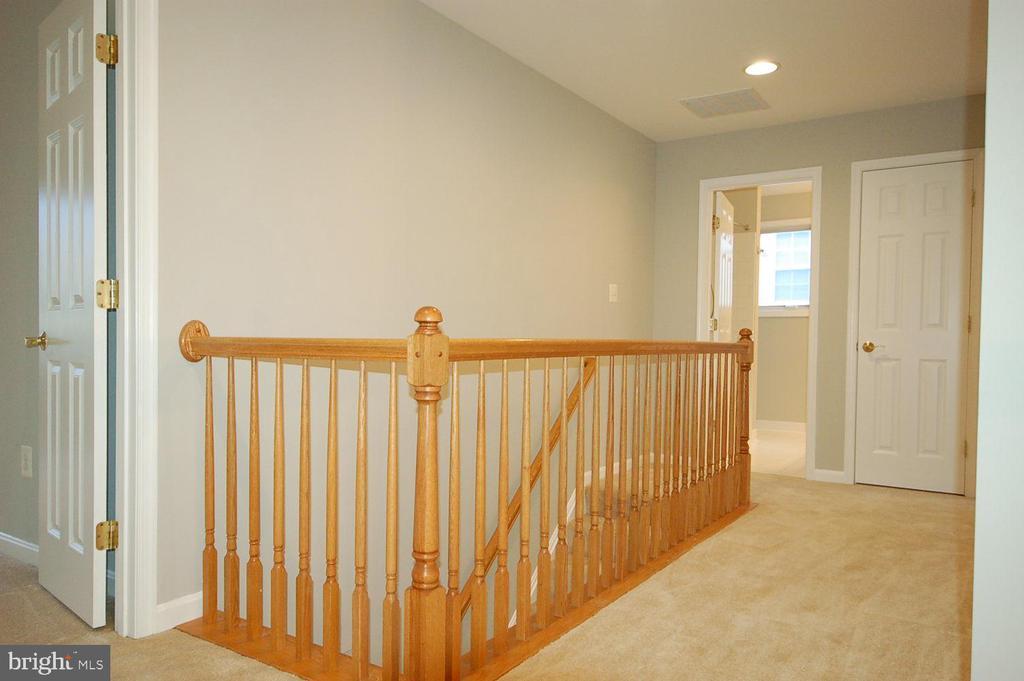 Hallway oak railings - 8599 EASTERN MORNING RUN, LAUREL