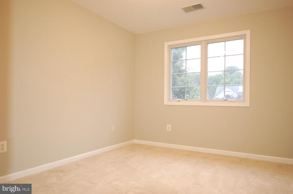 Bedroom 4 with ceiling light - 8599 EASTERN MORNING RUN, LAUREL