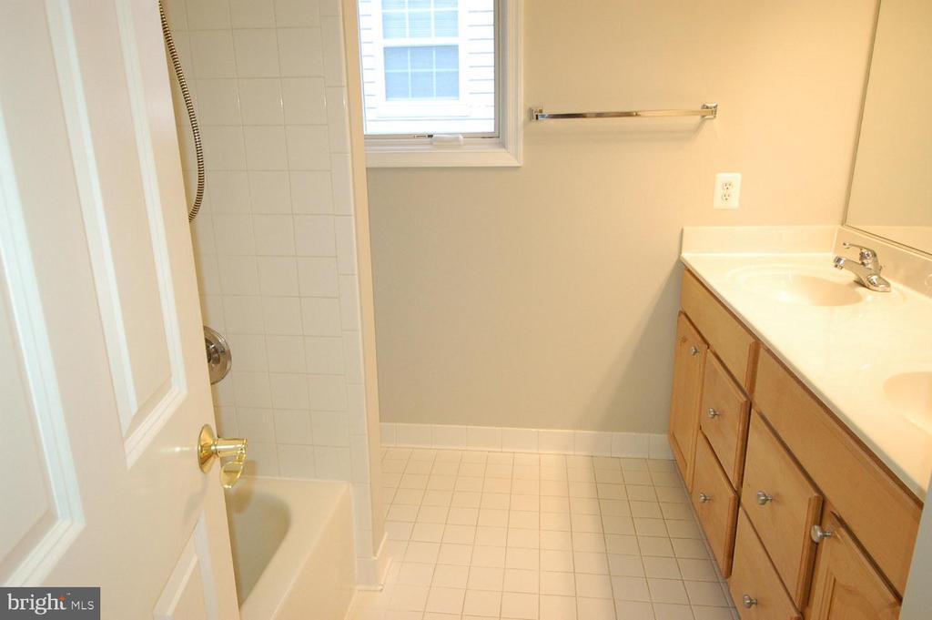 Hallway bathroom double sink vanity - 8599 EASTERN MORNING RUN, LAUREL