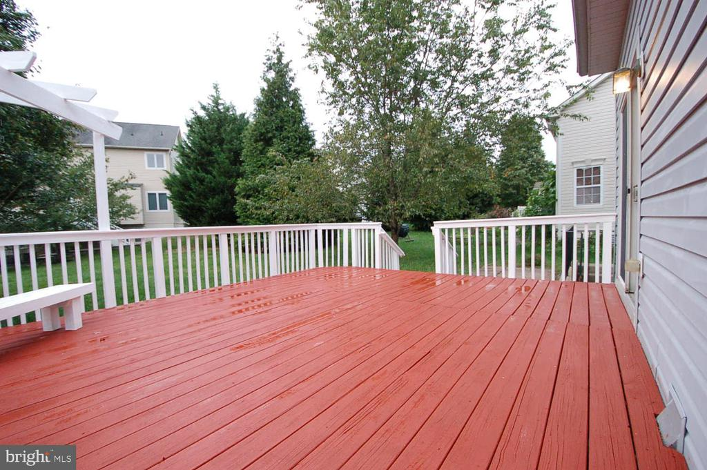 Freshly painted deck - 8599 EASTERN MORNING RUN, LAUREL