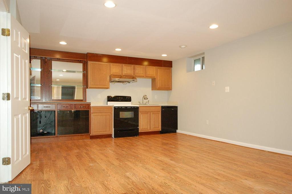 Fully finished basement with kitchenette - 8599 EASTERN MORNING RUN, LAUREL