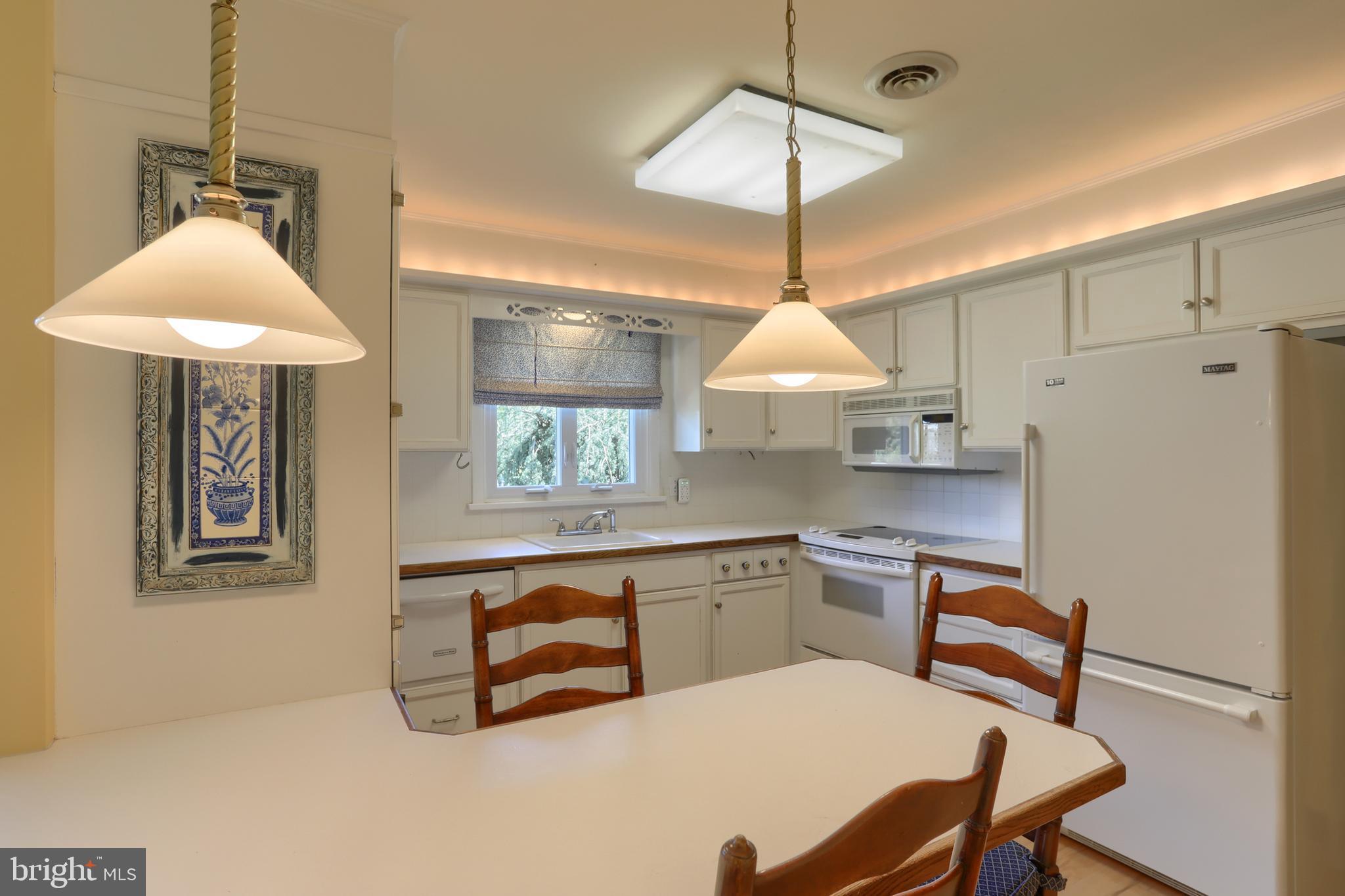 Breakfast bar into nice bright kitchen!