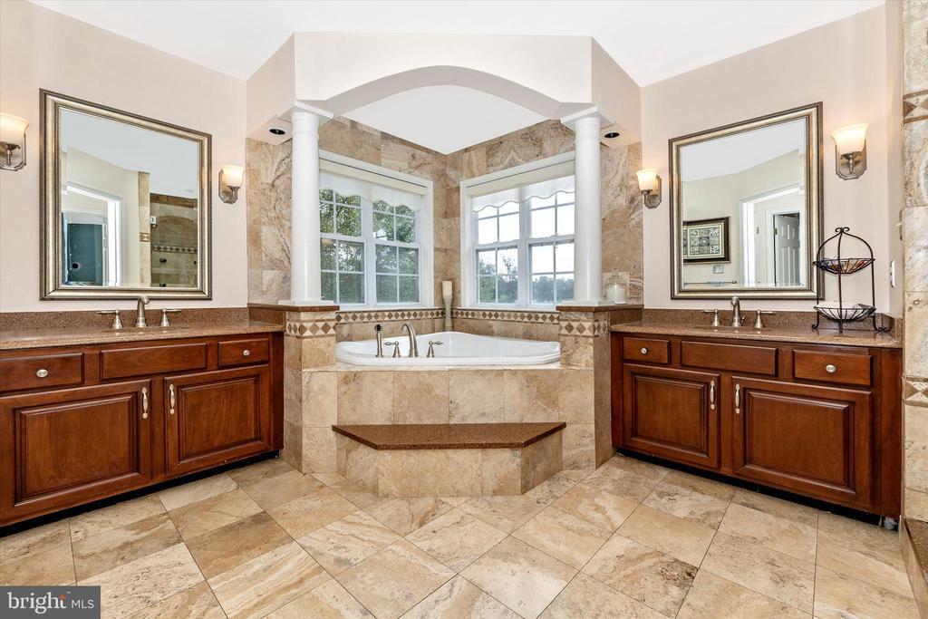 Primary bathroom - 9803 PEBBLE BEACH CT, IJAMSVILLE