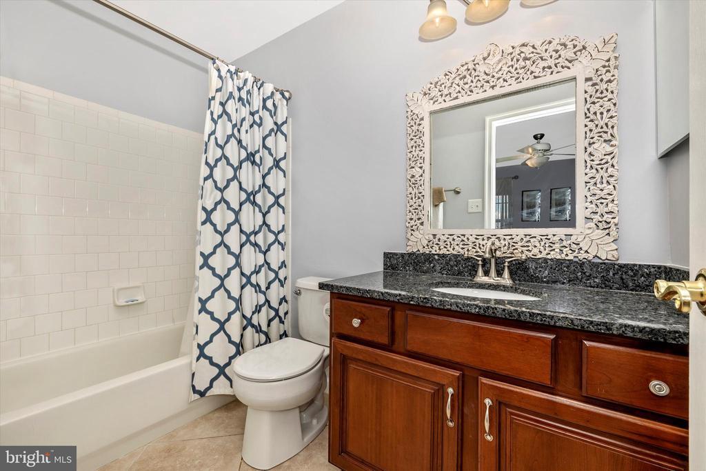 Bedroom 2 en-suite - 9803 PEBBLE BEACH CT, IJAMSVILLE