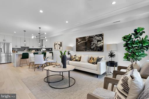 637 IRVING ST NW #PENTHOUSE