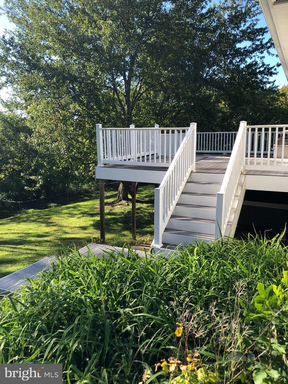 Deck into yard - 4 DONALDS LN, MOUNT AIRY