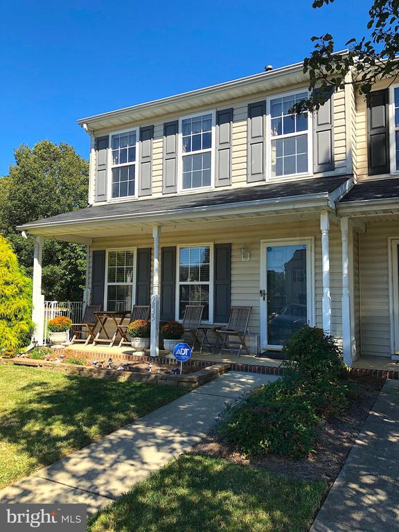 Charming end unit with full front porch - 9835 PLAZA VIEW WAY, FREDERICKSBURG