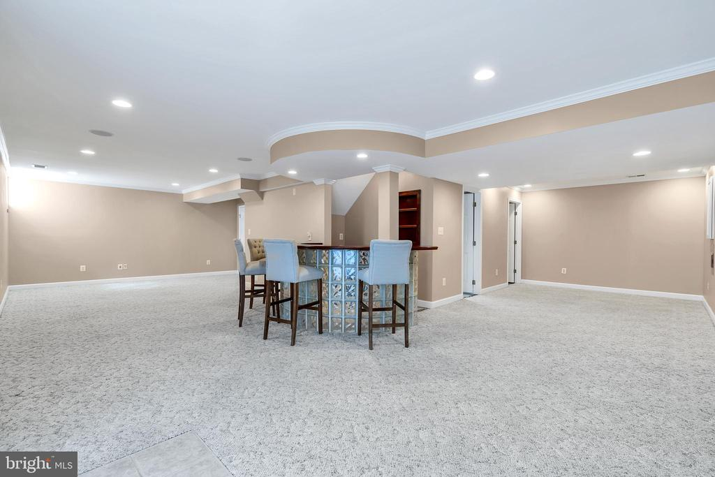 This Lower Level is an Entertainer's Delight - 104 SHERIDAN WAY SW, LEESBURG