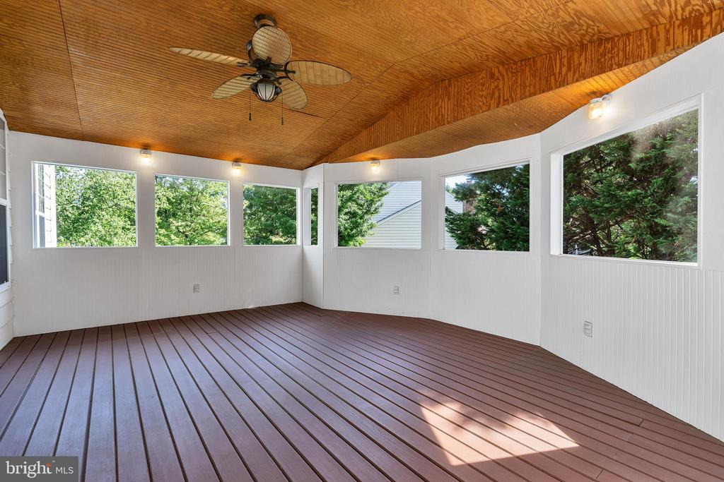 Screened-In porch off kitchen - 104 SHERIDAN WAY SW, LEESBURG