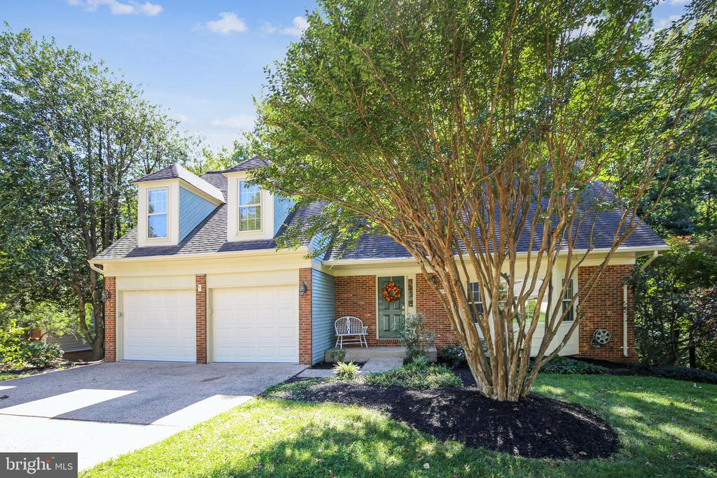 Gracious home for the way we live today - 11955 GREY SQUIRREL LN, RESTON