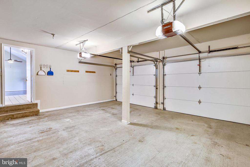 Double garage opens to foyer and kitchen area - 11955 GREY SQUIRREL LN, RESTON