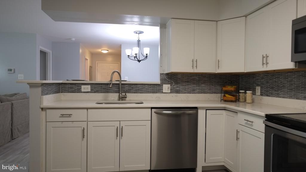 Beautiful white cabinets - 11713-D KARBON HILL CT #707A, RESTON