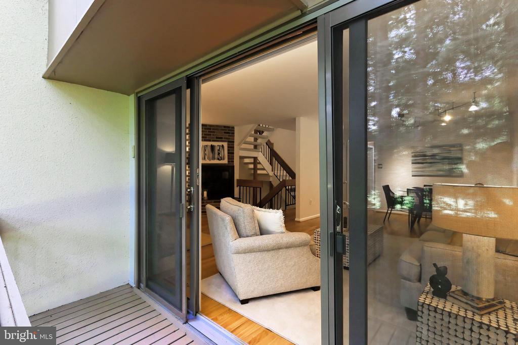 The top-of-the-line Anderson doors ! - 11704 NEWBRIDGE CT, RESTON