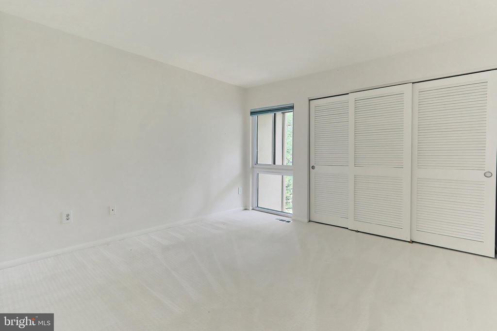 Second Bedroom with pristine carpet - 11704 NEWBRIDGE CT, RESTON