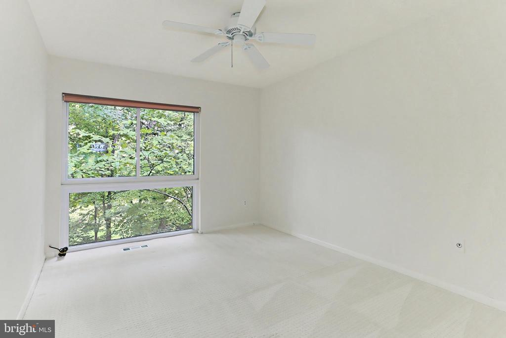 Third Bedroom with ceiling fan & pristine carpet - 11704 NEWBRIDGE CT, RESTON