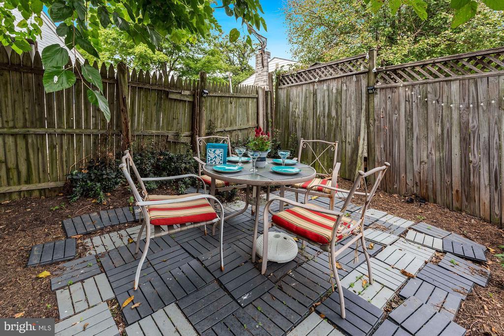 Backyard sitting area - 3112 S FOX ST, ARLINGTON
