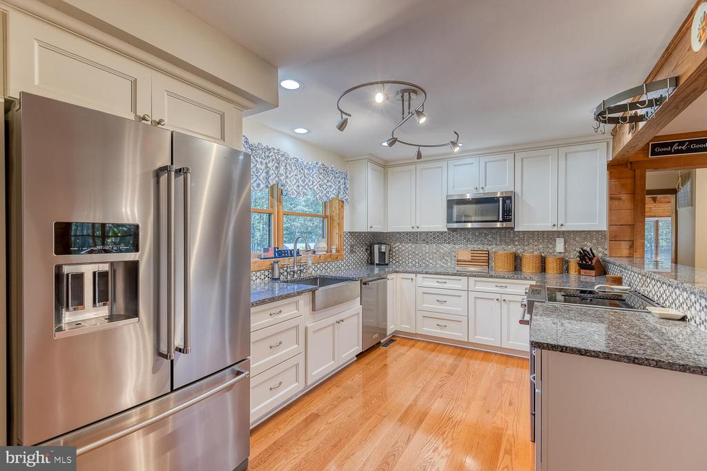 Updated kitchen with stainless appliances - 29471 NEW HAMPSHIRE RD, RHOADESVILLE