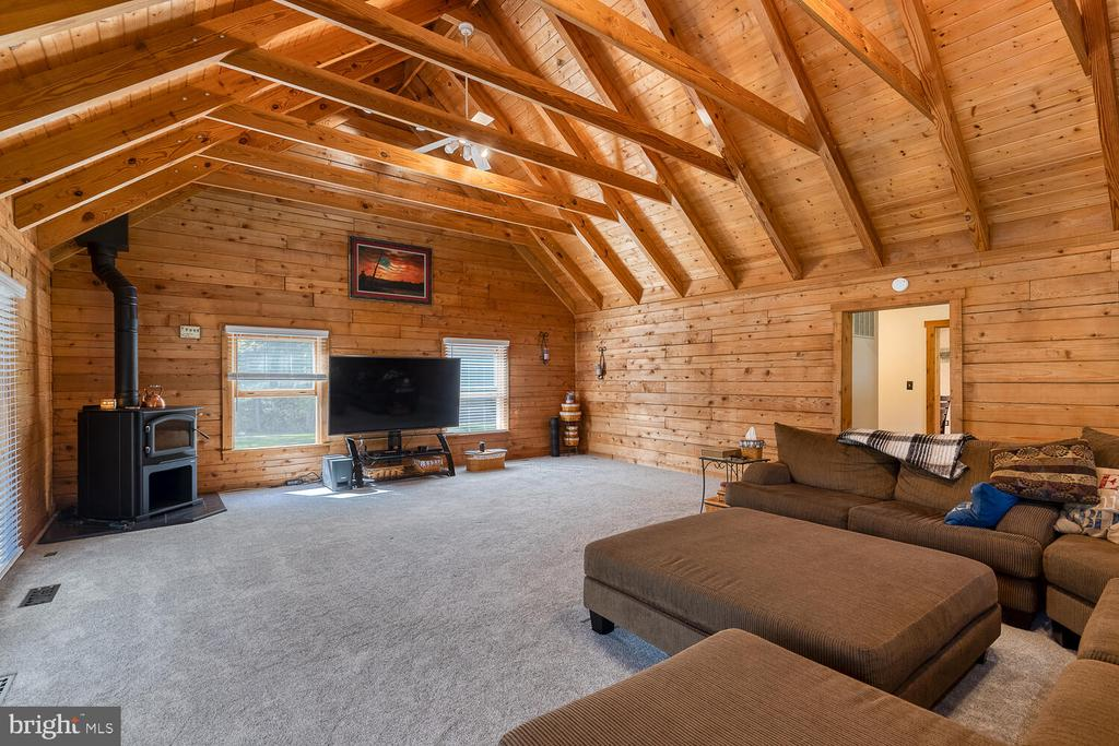 Oversized living room with woodstove - 29471 NEW HAMPSHIRE RD, RHOADESVILLE
