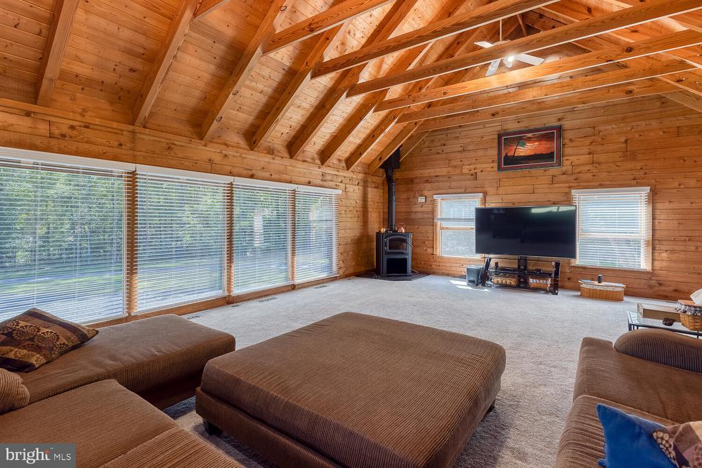 Oversized living room - 29471 NEW HAMPSHIRE RD, RHOADESVILLE