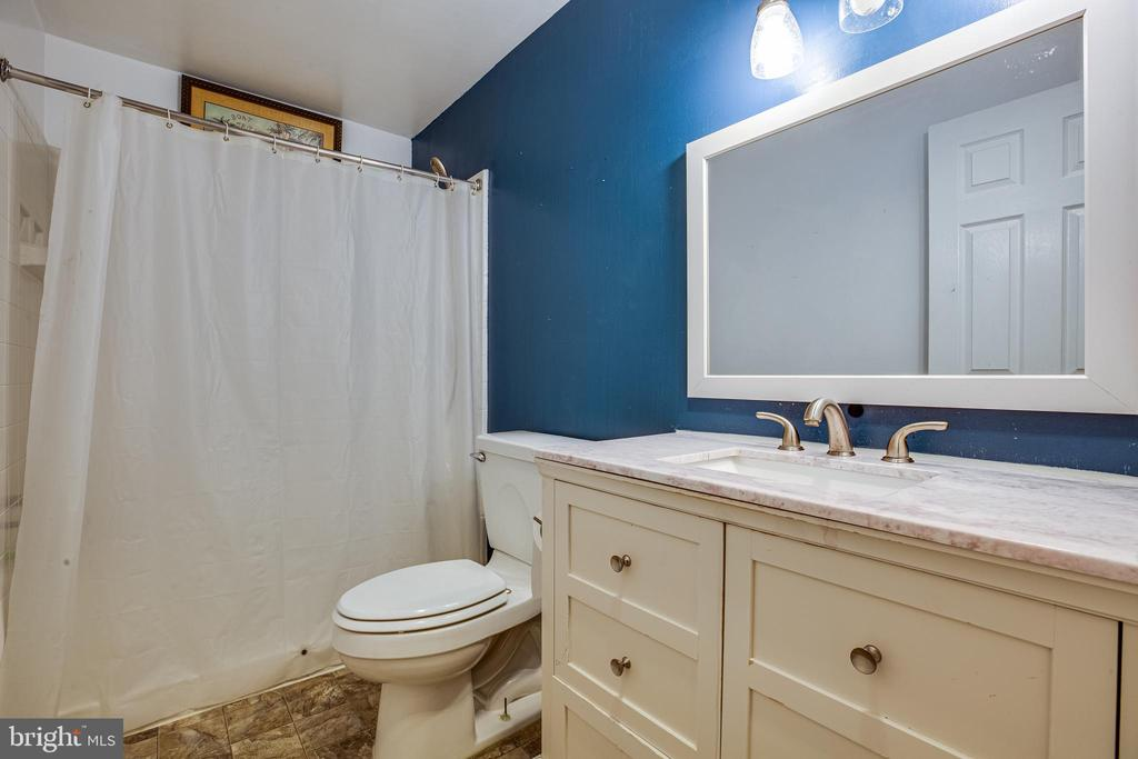 Full Bathroom Basement - 8 REMINGTON CT, STAFFORD